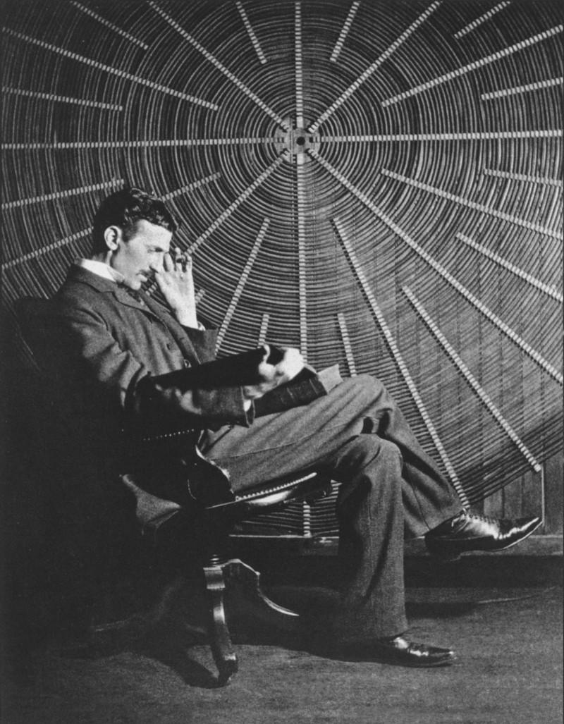 Nikola Tesla w swojej pracowni